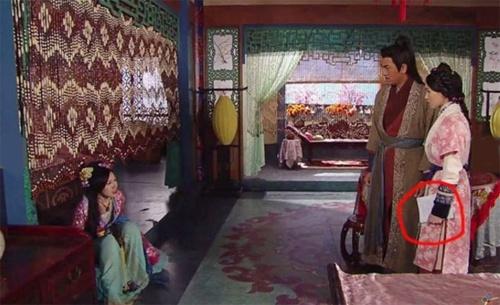 Nhung loi sai gay cuoi trong phim TVB hinh anh 2