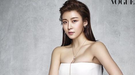 Ha Ji Won quyen ru tren trang bia Vogue hinh anh