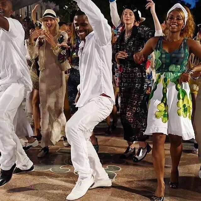 Chanel mo san dien tren duong pho Cuba hinh anh 9