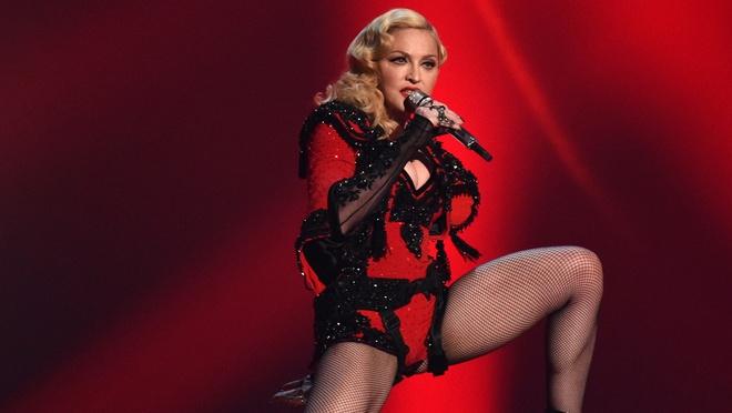 Madonna: Bieu tuong thoi trang hay nguoi dan ba noi loan? hinh anh