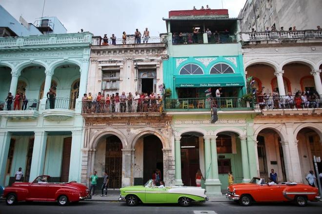 Chanel mo san dien tren duong pho Cuba hinh anh 7