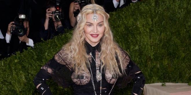 Madonna phan phao khi bi che phan cam o 'Oscar thoi trang' hinh anh