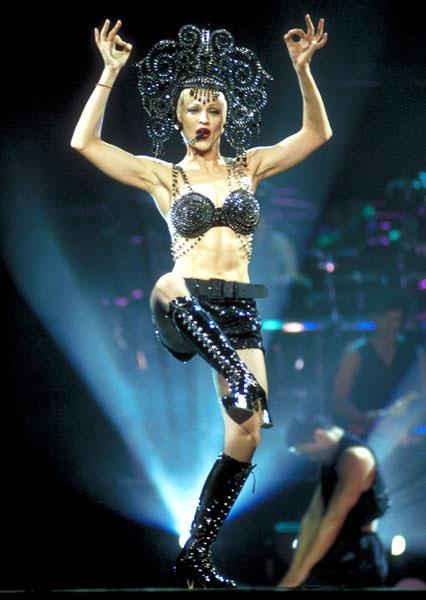 Madonna: Bieu tuong thoi trang hay nguoi dan ba noi loan? hinh anh 5