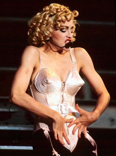 Madonna: Bieu tuong thoi trang hay nguoi dan ba noi loan? hinh anh 3