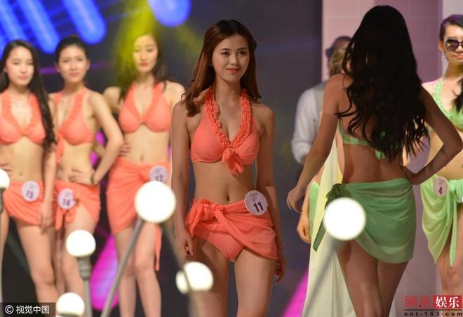Thi sinh phai thay bikini tren san khau cuoc thi sac dep hinh anh 1