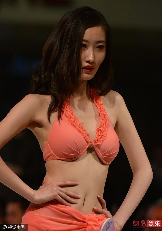 Thi sinh phai thay bikini tren san khau cuoc thi sac dep hinh anh 8