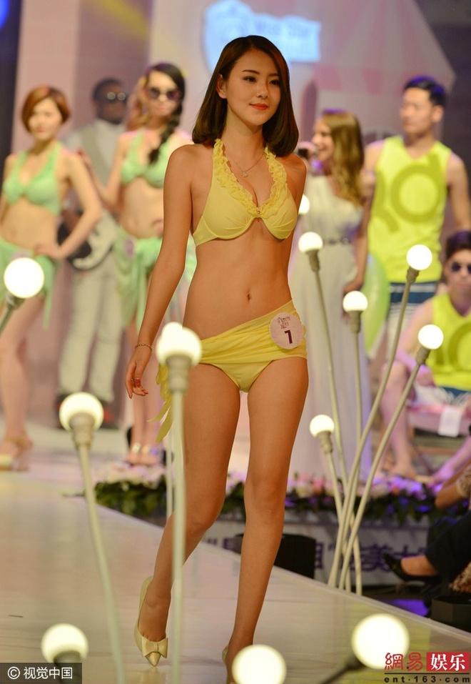 Thi sinh phai thay bikini tren san khau cuoc thi sac dep hinh anh 5