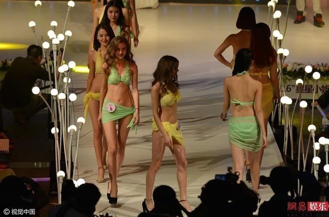 Thi sinh phai thay bikini tren san khau cuoc thi sac dep hinh anh 11