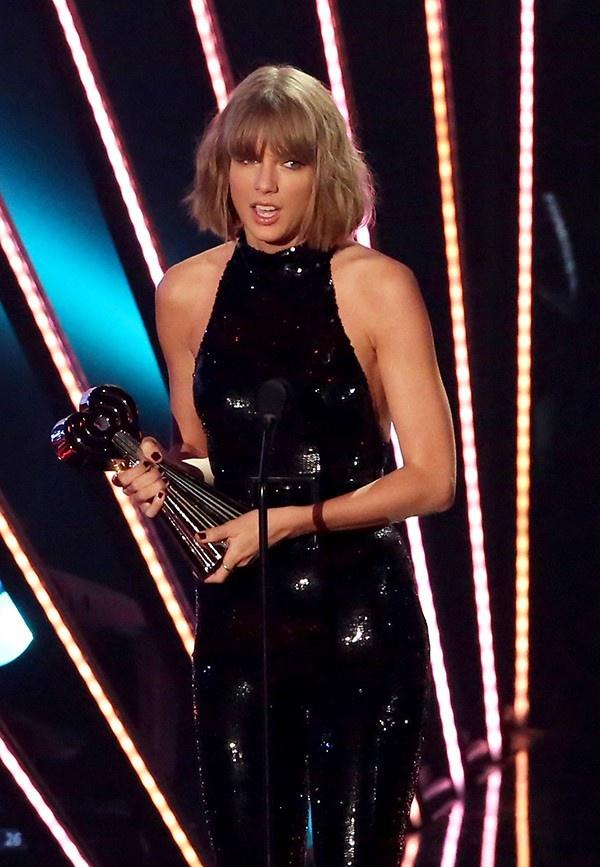 Nguoi doat giai thuong Taylor Swift dau tien chinh la…Taylor hinh anh 1