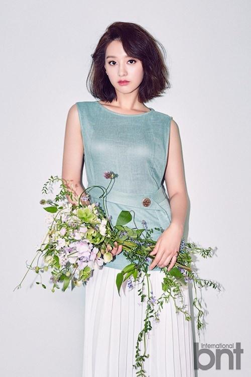 'Trung uy' Kim Ji Won khoe ve yeu kieu hinh anh 1