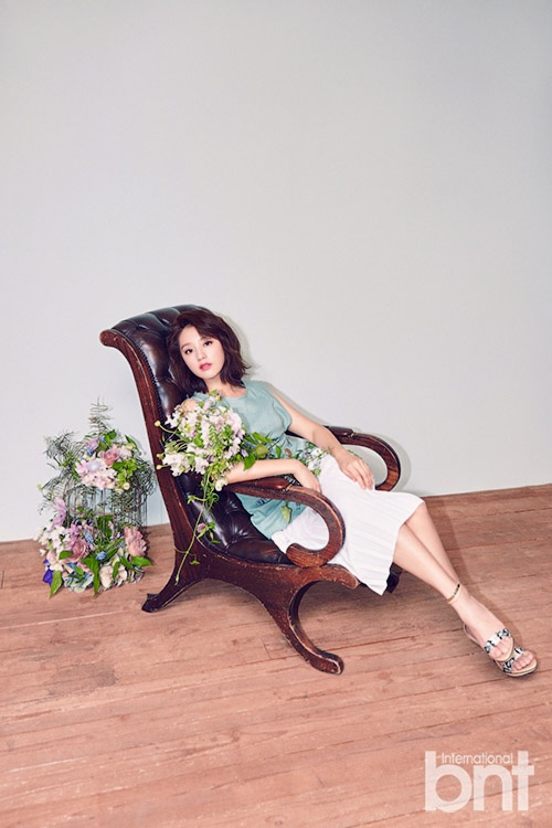 'Trung uy' Kim Ji Won khoe ve yeu kieu hinh anh 2