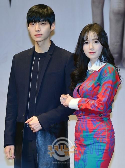 Bo tre tu tay thiet ke do cuoi cho Goo Hye Sun hinh anh 1