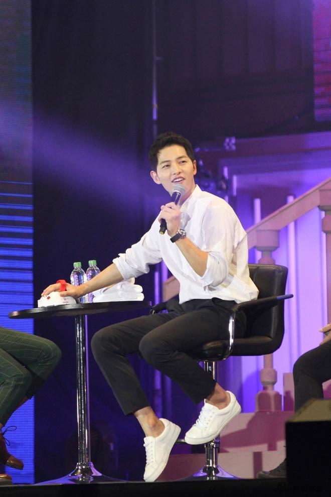 Song Joong Ki tro tai hat ca khuc tieng Trung Hoa hinh anh