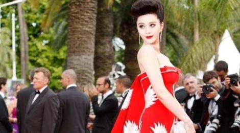 Khi gioi showbiz Hoa ngu vo tu boc me nhau o Cannes hinh anh