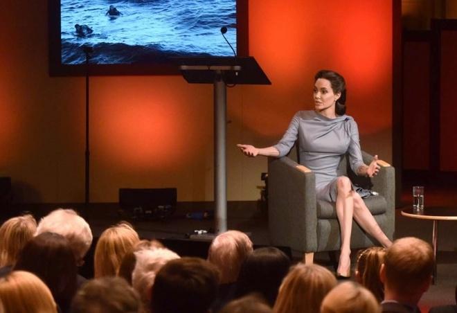 Angelina Jolie khong ua Donald Trump hinh anh 1