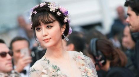Anh Pham Bang Bang duoc trang hoang o Cannes hinh anh