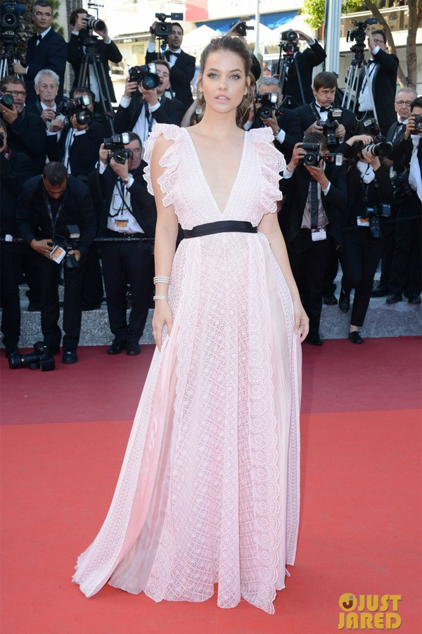 Nguoi mau quoc te vo ech tren tham do Cannes hinh anh 6