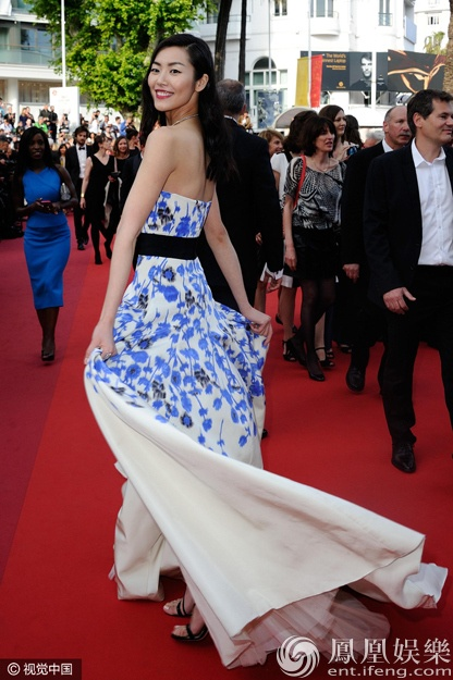 Lien tiep cac nghe si nu gap su co tren tham do Cannes hinh anh 11