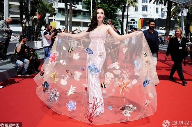 Vay dai duong cua Angela Phuong Trinh lot khoanh khac Cannes hinh anh 1