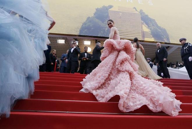 Vay dai duong cua Angela Phuong Trinh lot khoanh khac Cannes hinh anh 15