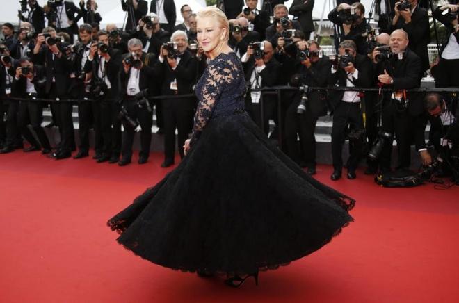 Vay dai duong cua Angela Phuong Trinh lot khoanh khac Cannes hinh anh 3