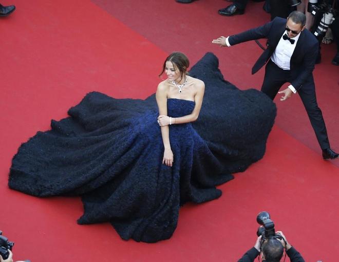 Vay dai duong cua Angela Phuong Trinh lot khoanh khac Cannes hinh anh 7