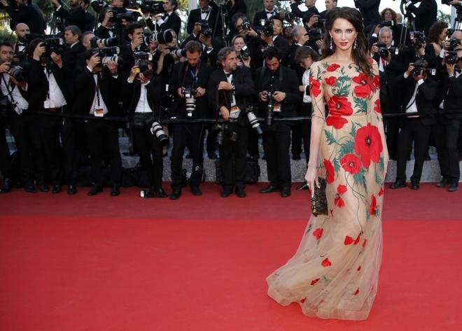 Vay dai duong cua Angela Phuong Trinh lot khoanh khac Cannes hinh anh 8