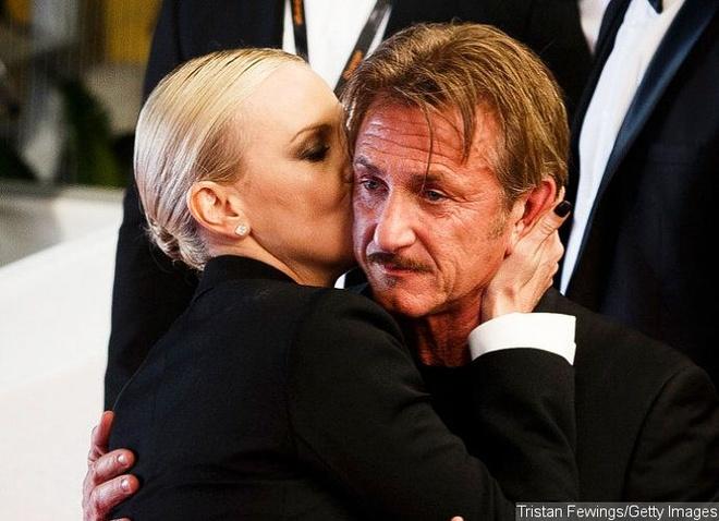 Charlize Theron hon Sean Penn guong gao hinh anh 2