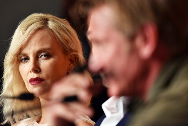 Charlize Theron hon Sean Penn guong gao hinh anh 6