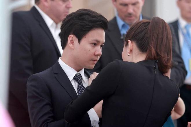 Hoa hau Thu Thao va ban trai rang ro don Tong thong Obama hinh anh 4
