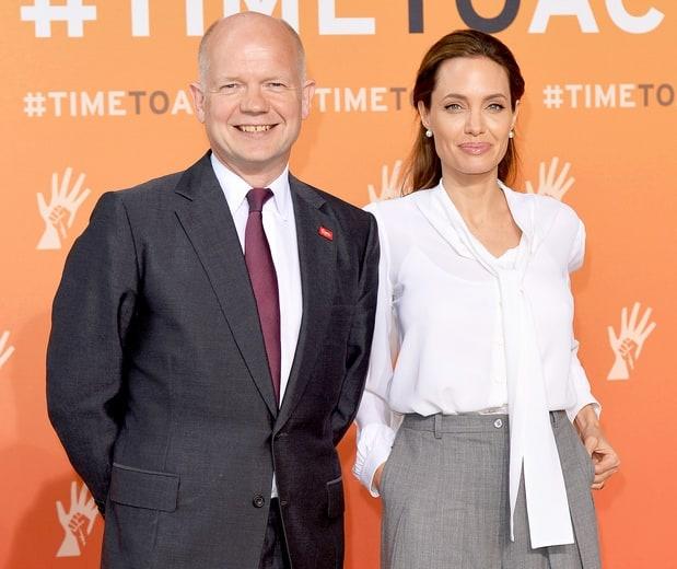 Angelina Jolie lam giao su thinh giang o dai hoc hinh anh 1