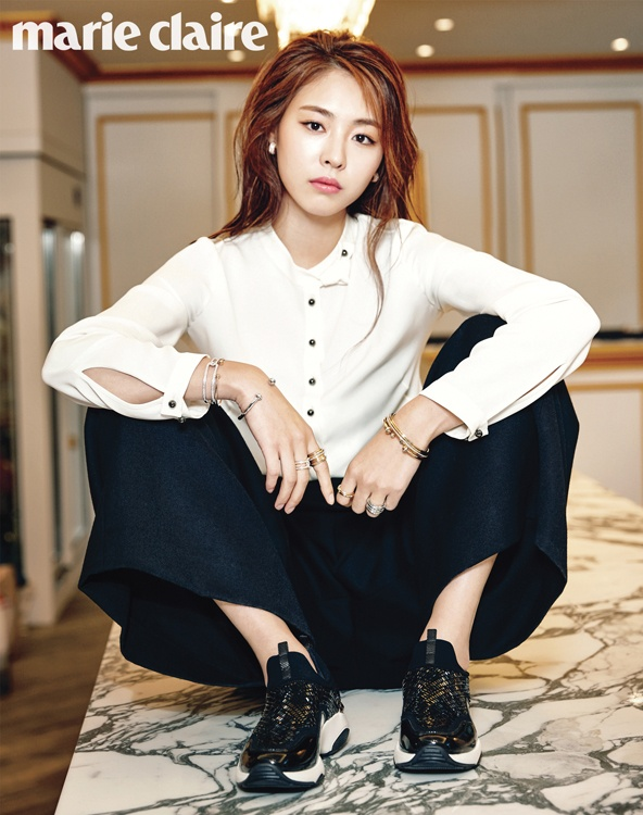 Lee Yeon Hee doi lap phong cach tren tap chi hinh anh 1