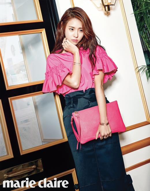 Lee Yeon Hee doi lap phong cach tren tap chi hinh anh 4