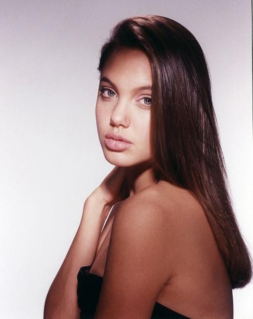 Ve dep goi cam cua Angelina Jolie khi moi 15 tuoi hinh anh 2
