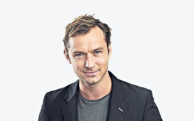 Jude Law tu choi 'Superman' vi trang phuc hinh anh 1