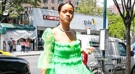 5 bo canh cua Rihanna mang cam hung cong chua Disney hinh anh