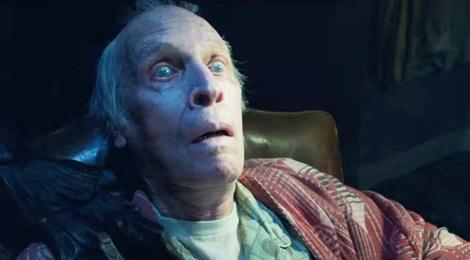Cu ong qua doi khi dang xem 'The Conjuring 2' hinh anh