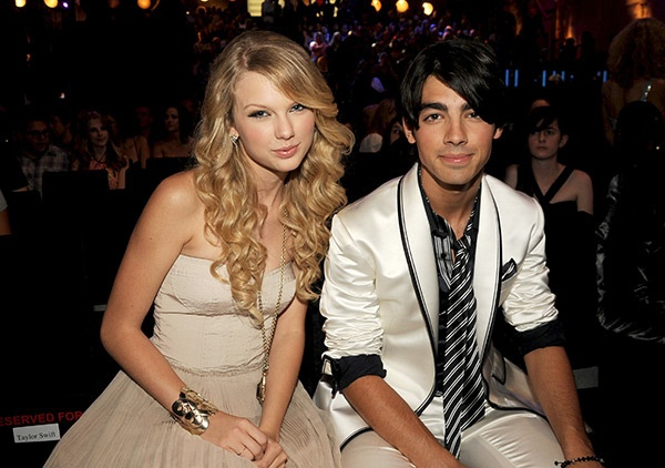 Taylor Swift 'da' ban trai qua dien thoai hinh anh 1