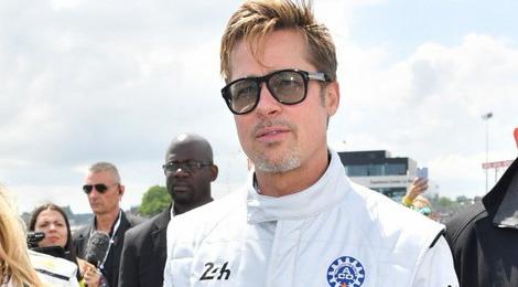 Brad Pitt dua xe mo man giai dau lau doi nhat the gioi hinh anh