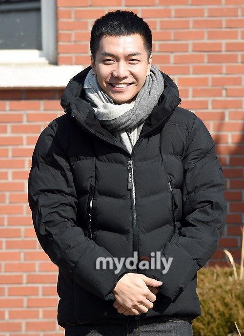 'Chang re quoc dan' Lee Seung Gi bi nghi lay vo, co con hinh anh 2