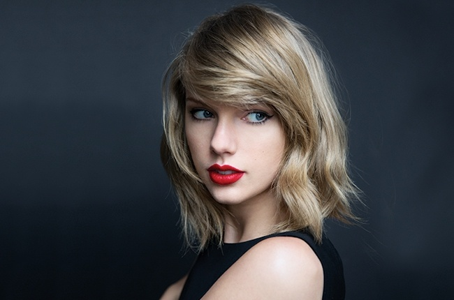 Taylor Swift cung 180 nghe si doi dau voi YouTube hinh anh