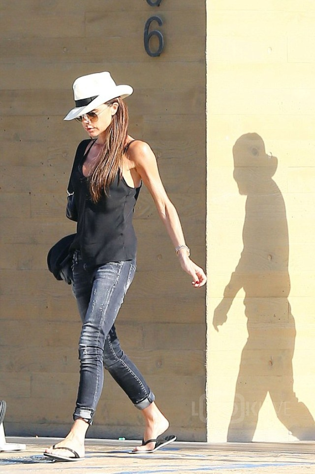 Dien style he an tuong nhu Victoria Beckham hinh anh 10