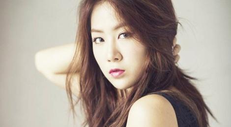 Soyou (Sistar) thua nhan kho vuot mat Taeyeon hinh anh