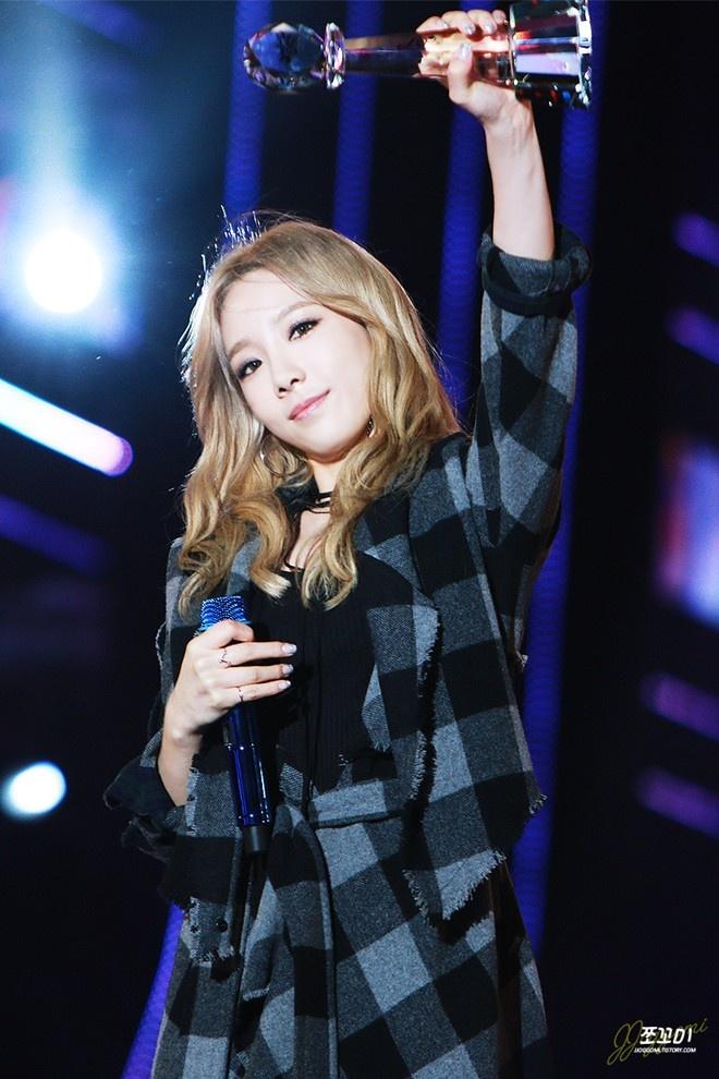 Soyou (Sistar) thua nhan kho vuot mat Taeyeon hinh anh 2