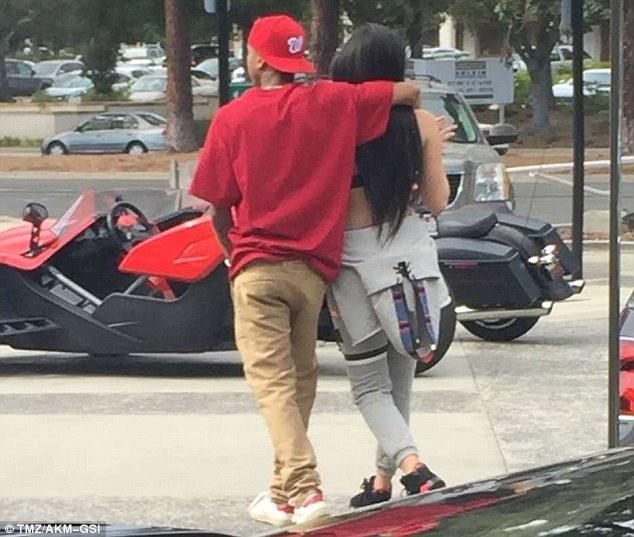 Kylie Jenner va rapper goc Viet lien tuc gap go sau tai hop hinh anh 2