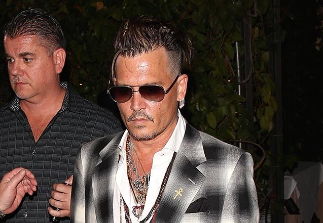 Johnny Depp xuat hien tieu tuy giua on ao ly hon hinh anh