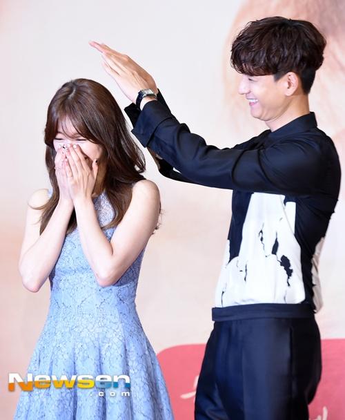 Ban gai Lee Min Ho nguong ngung khi bi ban dien treu choc hinh anh 5
