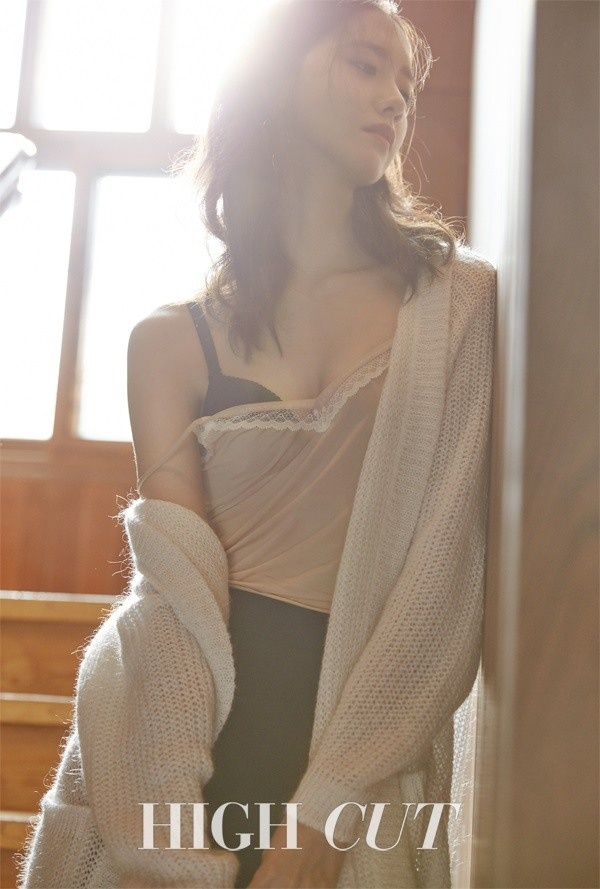 Yoona (SNSD) tre nai goi cam tren tap chi anh 2