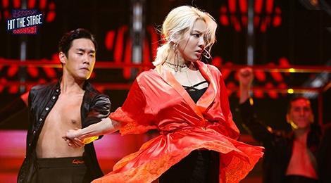 Hyoyeon (SNSD) dau vu dao voi dan em trong show moi hinh anh