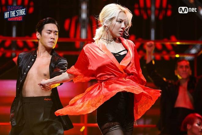 Hyoyeon (SNSD) dau vu dao voi dan em trong show moi hinh anh 1